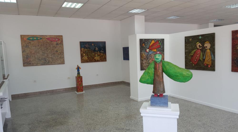 yamil omar art gallery Kn columbus aparthotel